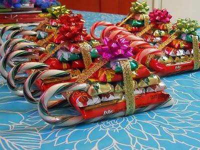 Traineaux de Noël en cannes à sucre et chocolats