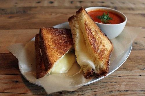Ricetta del sandwich americano al formagio cotto in padella