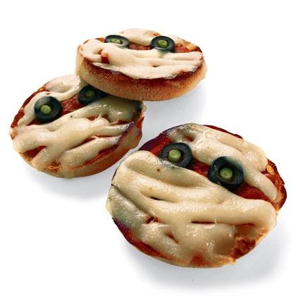 Pizza en forme de mommies pour Halloween