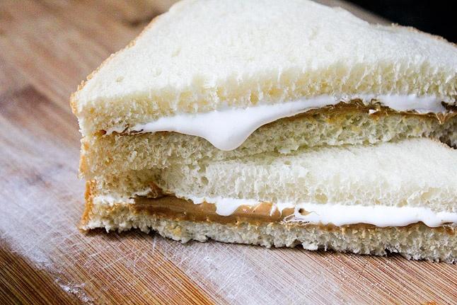 Ricetta del sandwich americano al burro di arachidi e crema di marshmallow